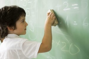 Schule, Junge an der Tafel