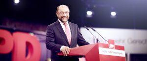 Martin Schulz am Rednerpult_Foto: Benno Kraehahn