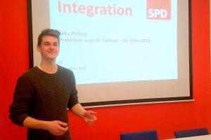 Praktikant Felix Philipp präsentiert sein Projekt