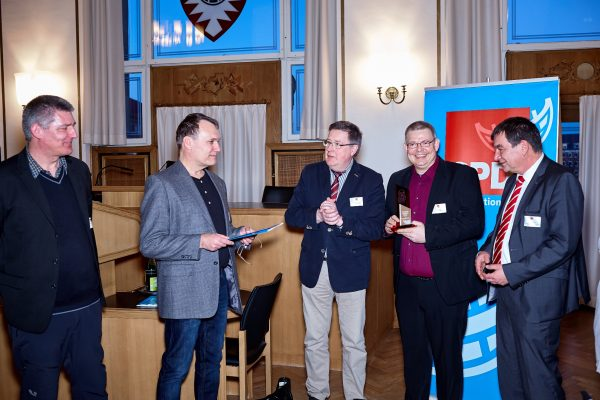 Foto von der Übergabe des Eckehard-Raupach-Preises