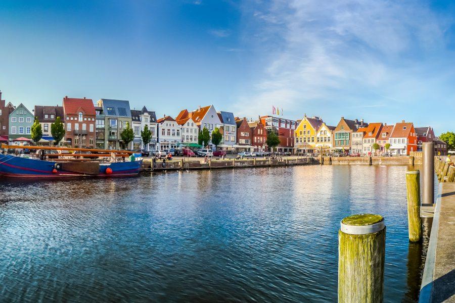 Hafen von Husum in bunten Farben