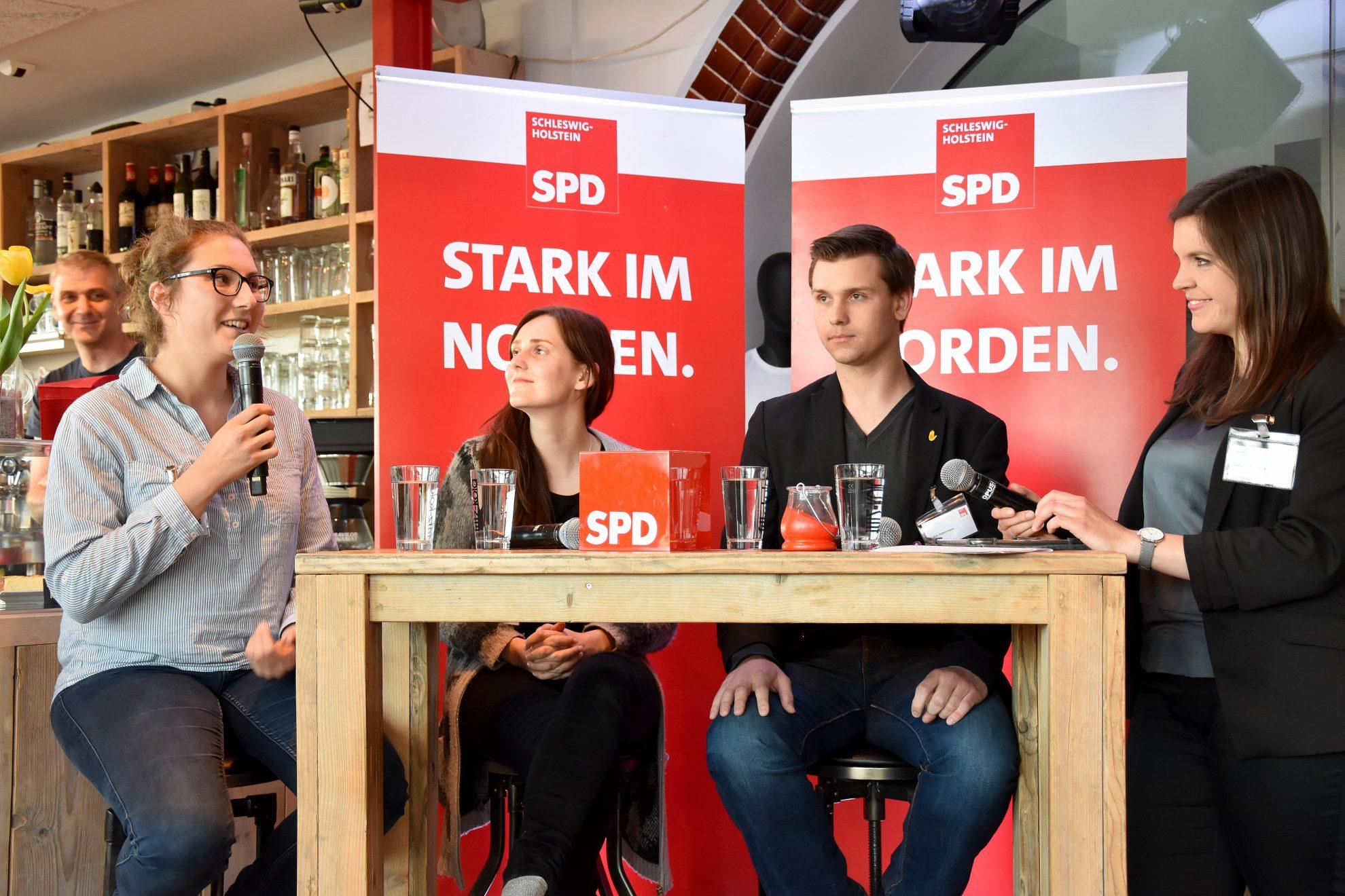 Talkrunde mit Lea Benecke (IGBCE), Sophia Schiebe (Juso-Landesvorsitzende) und Lukas Habermann (ver.di & NGG) - Moderation Christina Schubert (SPD Kiel)