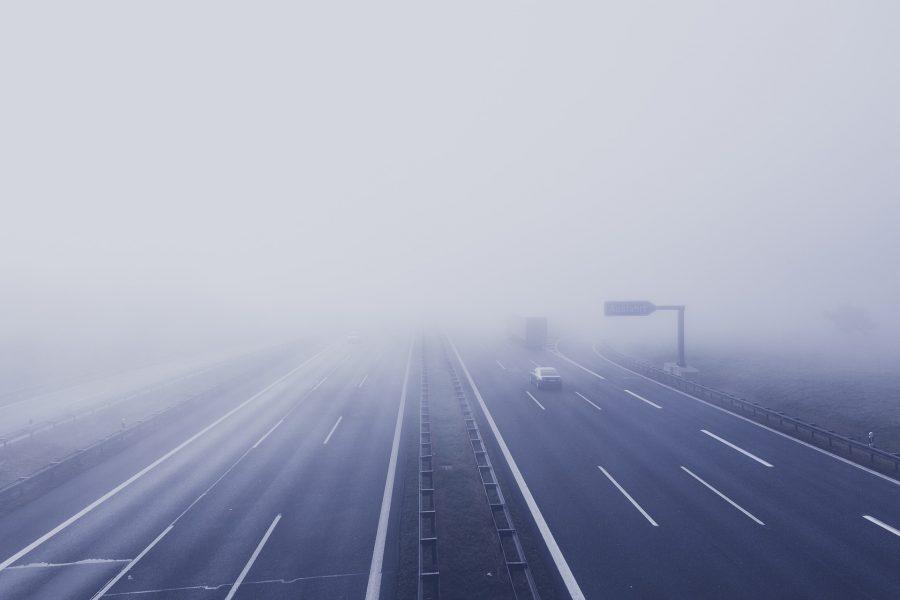 Autobahn im Nebel