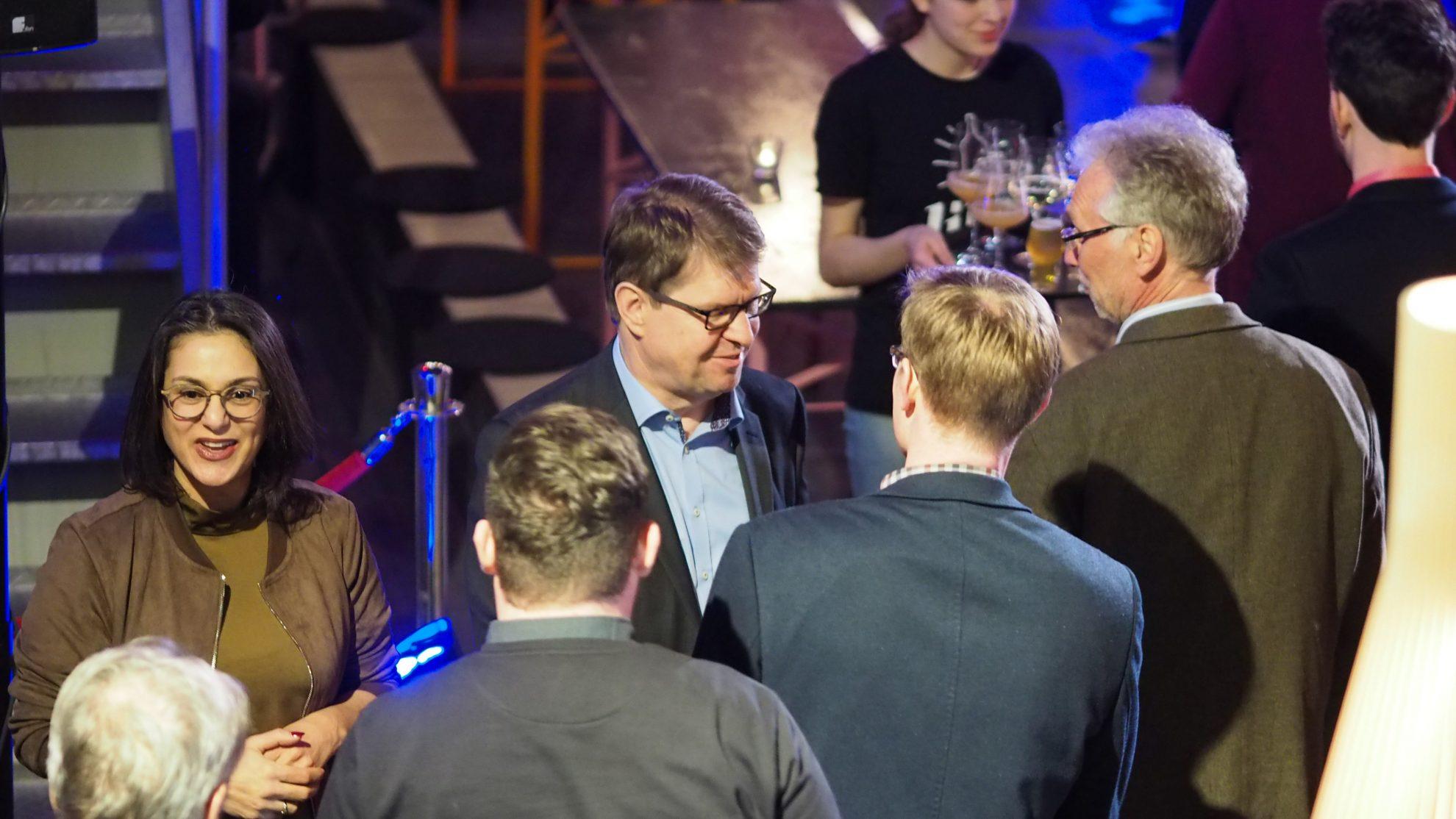 Serpil Midyatli und Ralf Stegner begrüßen Gäste