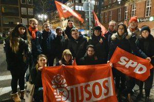 SPD-Landesvorstand und SPD-Mitglieder bei der Demo gegen AfD-Kooperation in Thüringen